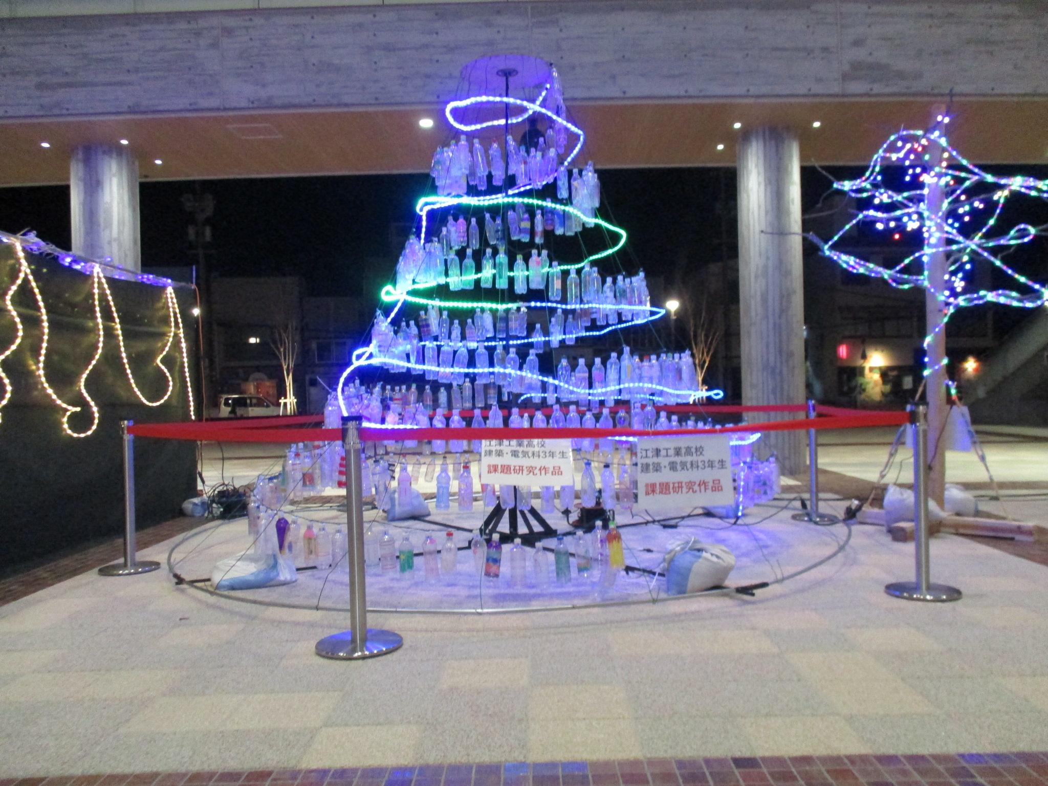 江津工業生作成のイルミネーション、交流広場で点灯中